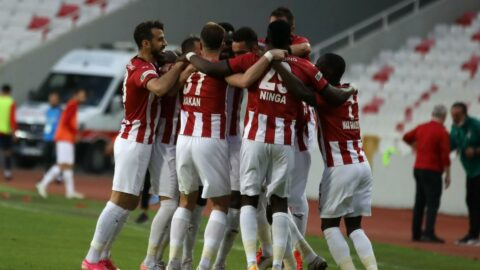 Sivasspor'un 17 futbolcusu kalıyor