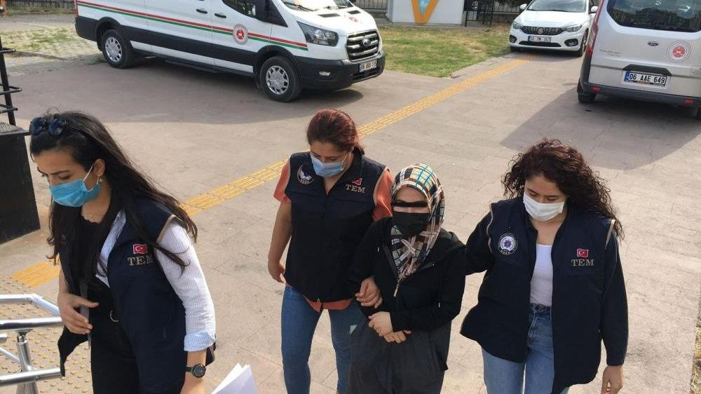 FETÖ firarisi kadın saklandığı evde yakalandı
