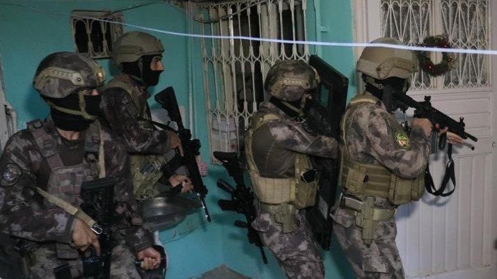 Şafak vakti organize suç örgütüne operasyon