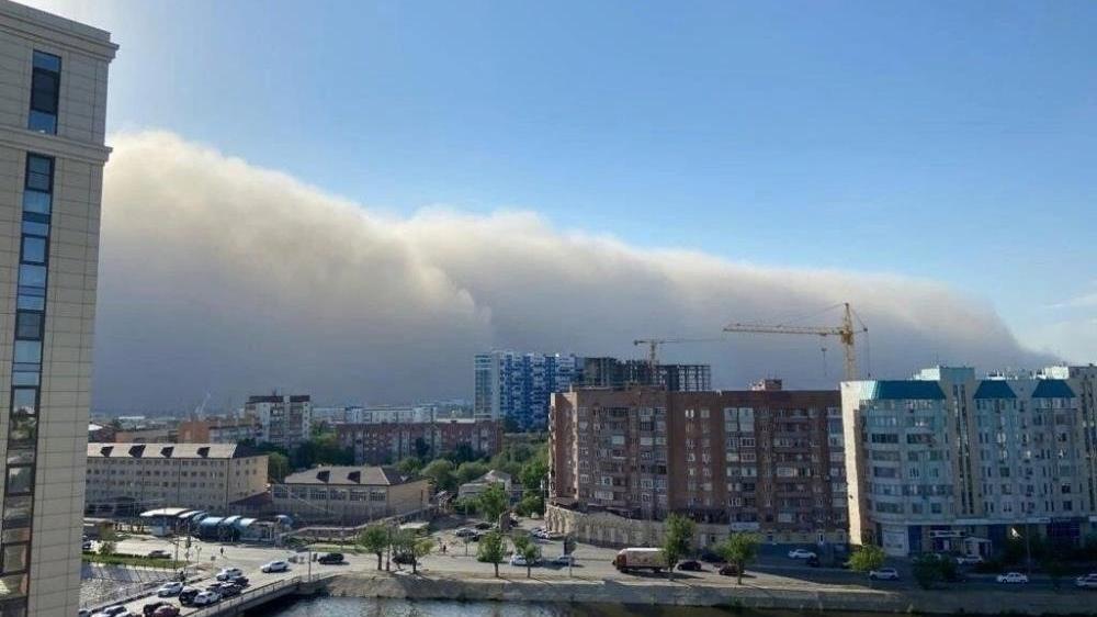 Hazar Denizi kıyılarını kum fırtınası vurdu