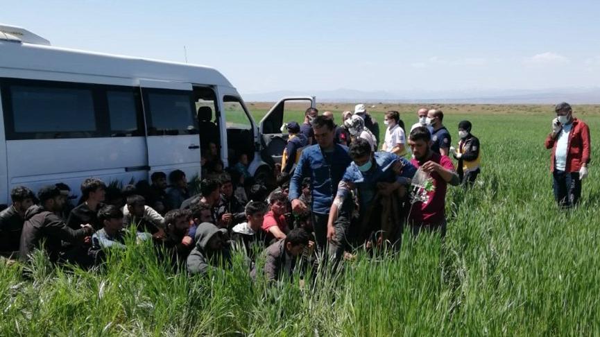 15 kişilik minibüste 56 kaçak göçmen yakalandı
