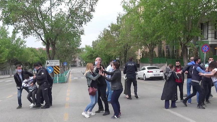 Adliye binası önünde kavga