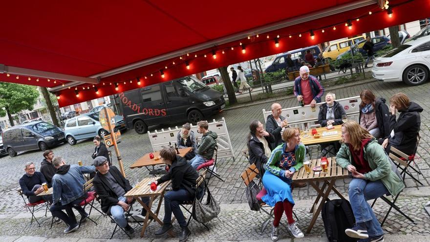 Almanya'da normalleşme başlıyor: Futbol maçları ve konserler geri dönüyor