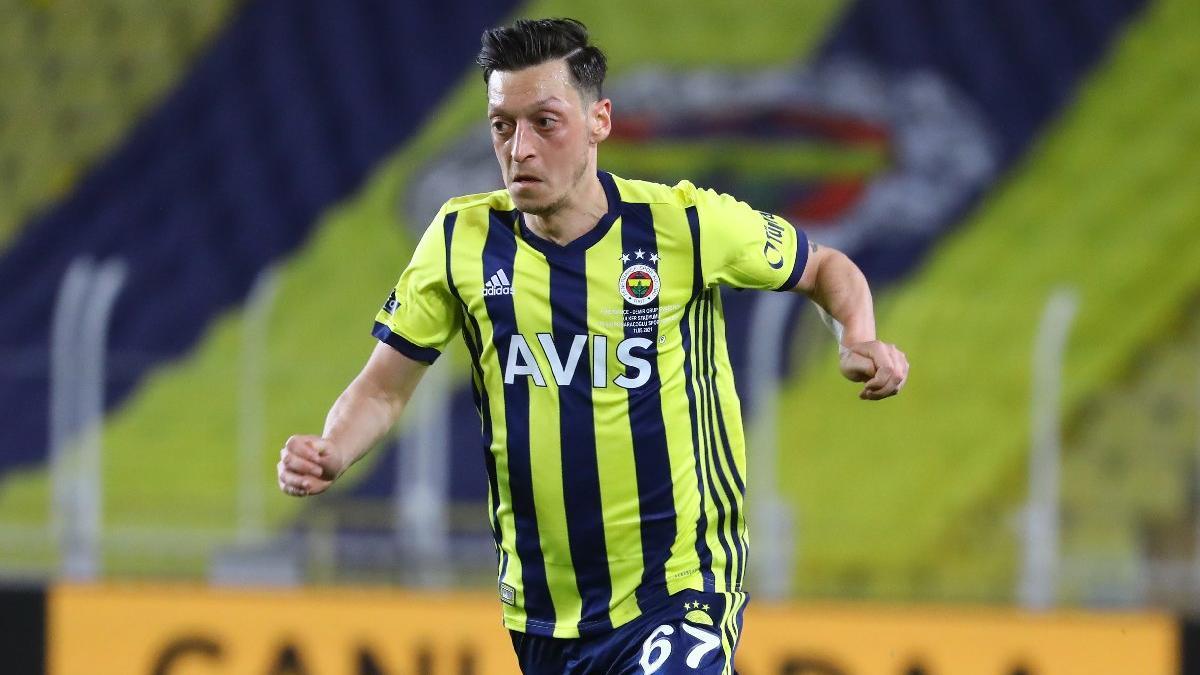 Fenerbahçe'de Mesut Özil kararı