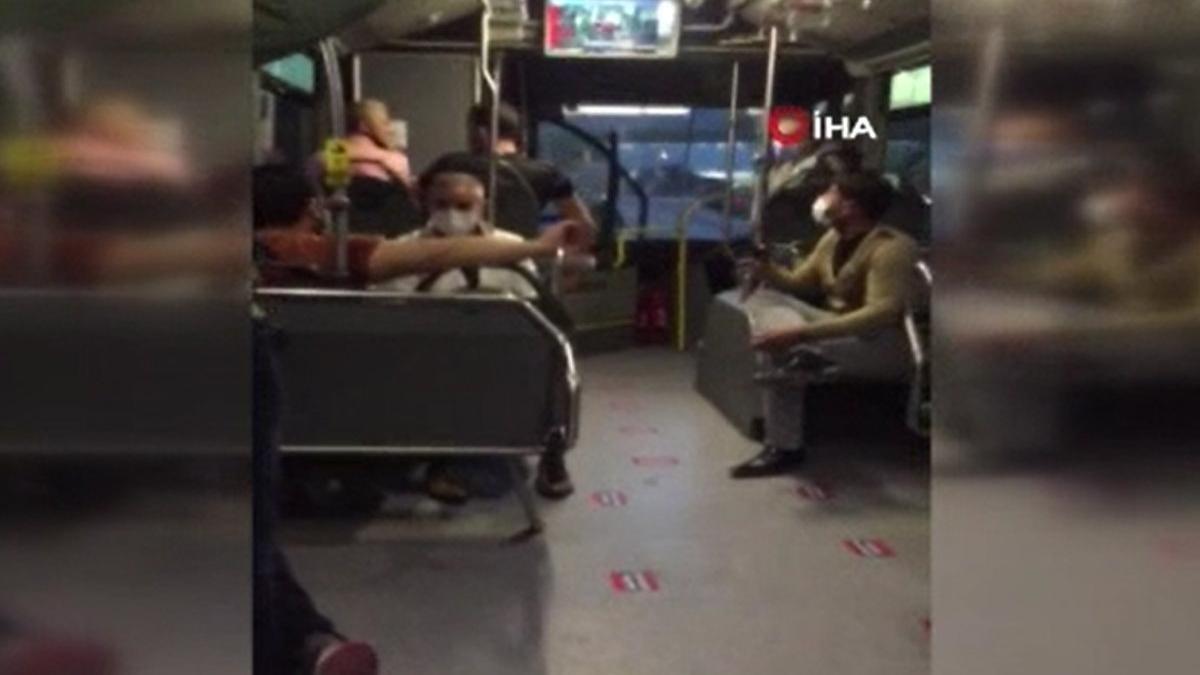 Metrobüste 'bacak bacak üzerine attın' kavgası