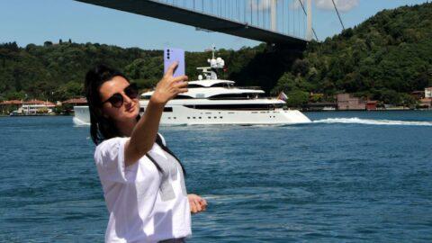 İstanbul'dan geçti, gören telefona sarıldı