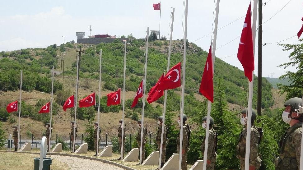28 yıl önce haince şehit edilen 33 asker törenle anıldı