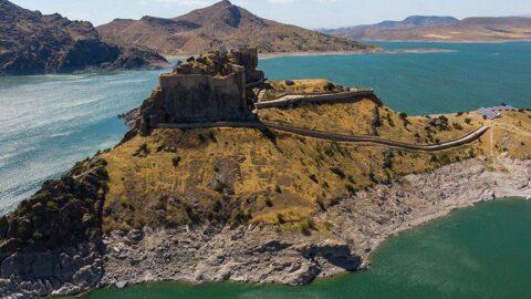 Ada görünümlü kale... 2 bin 800 yaşında!