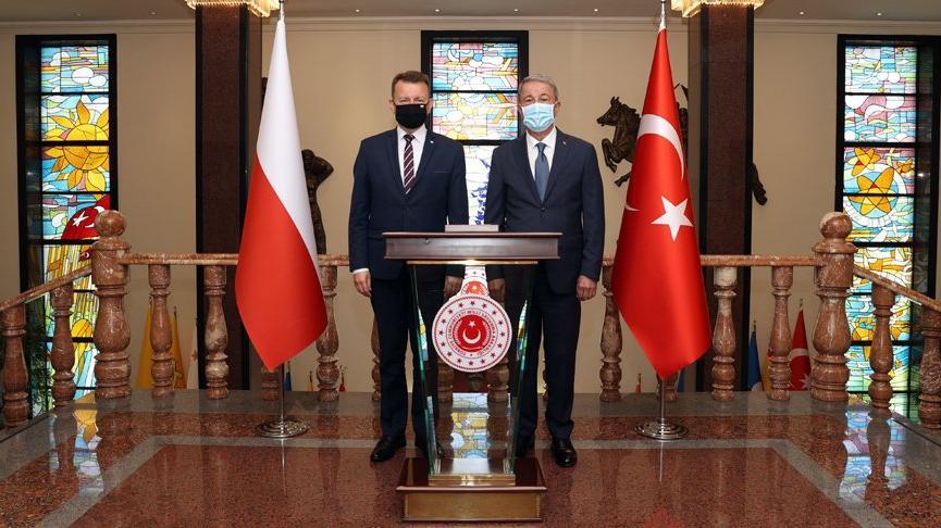 Bakan Akar ile görüşen Polonya Savunma Bakanı: SİHA'ların büyük katkısı olacak