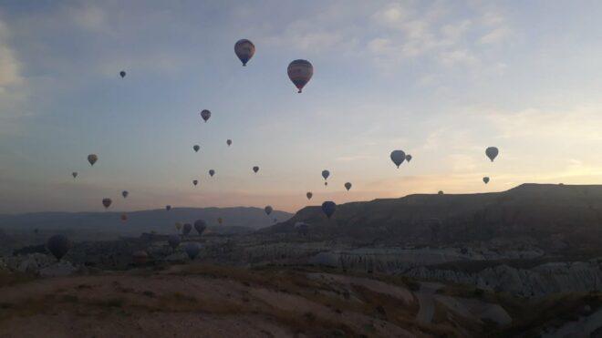 Sıcak hava balonları yeniden gökyüzünü renklendirdi