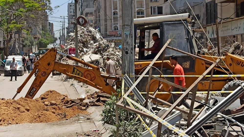 Gazze, İsrail saldırılarının izlerini silmeye çalışıyor