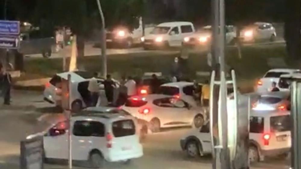 Kaza sonrası çıkan kavgada tampon parçası ile saldırdı