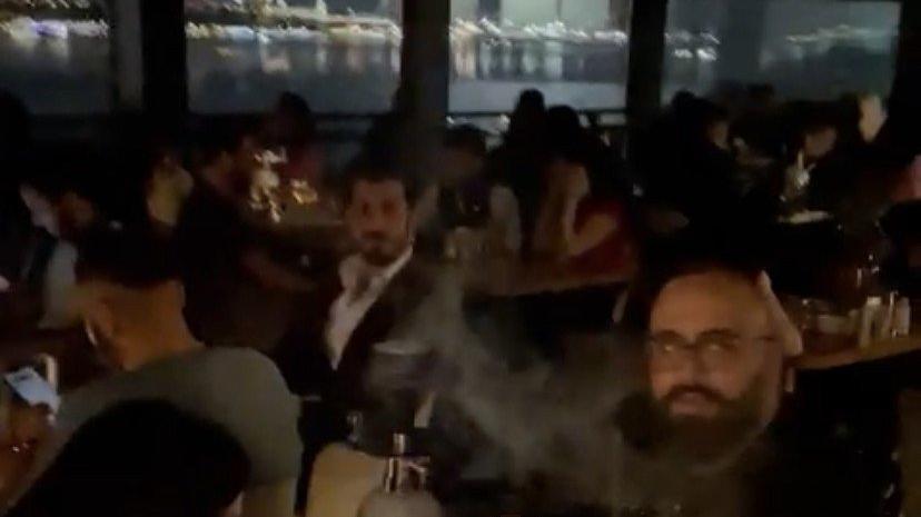 Yasak saatte Cihangir'de otel terasındaki Boğaz keyfini polis bastı