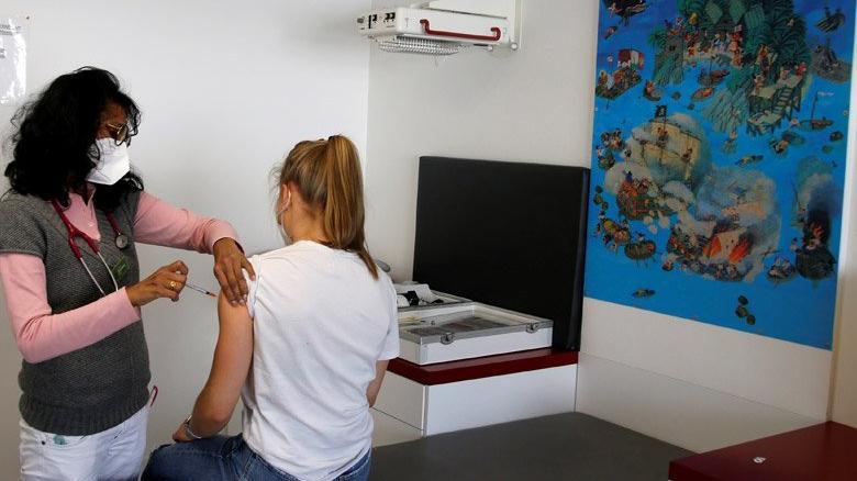 Almanya'da 12 yaş üstü coronaya karşı aşılanacak