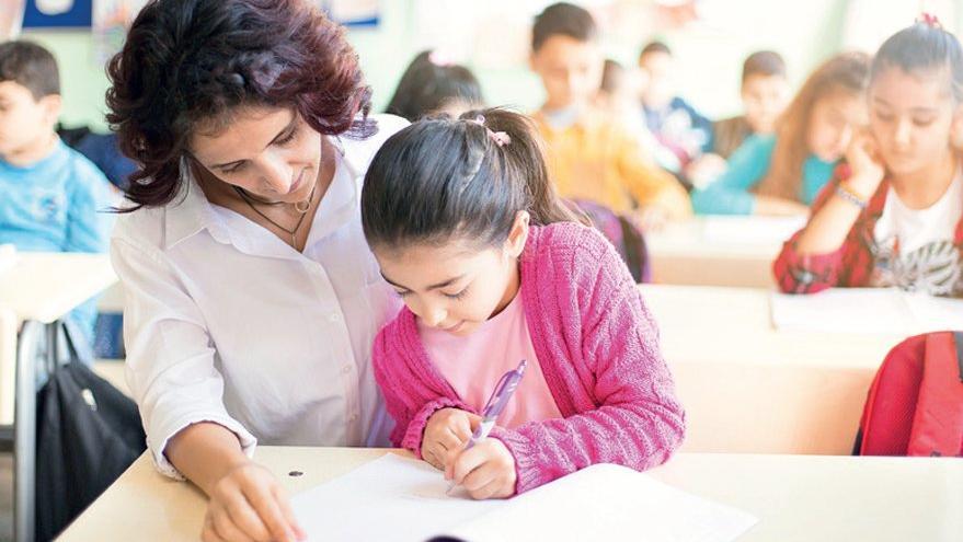 Sözleşmeli öğretmenler ailelerine hasret kaldı