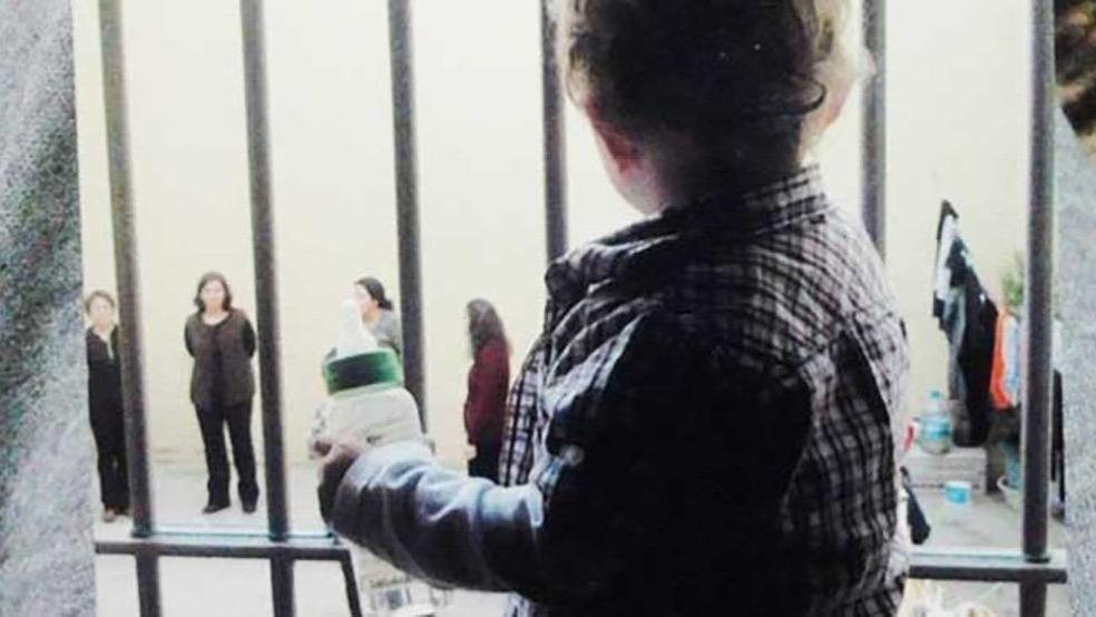 Anayasa Mahkemesi cezaevindeki anneyi haklı buldu