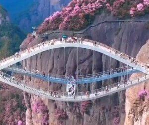 Ruyi Köprüsü: Büyüleyici olduğu kadar ürkütücü köprü göz kamaştırıyor!