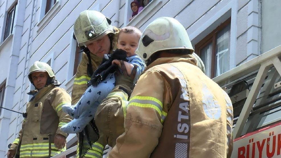 Televizyondan çıkan yangında mahsur kalan 12 kişiyi, itfaiye kurtardı