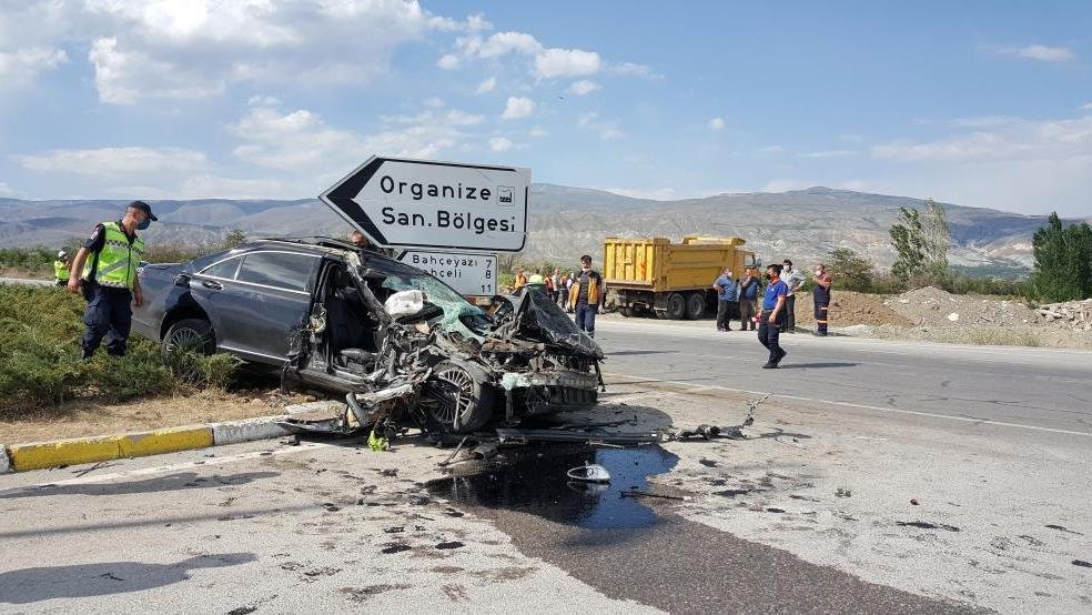 Sürücülerin 'ölüm kavşağı' dediği kavşakta feci kaza