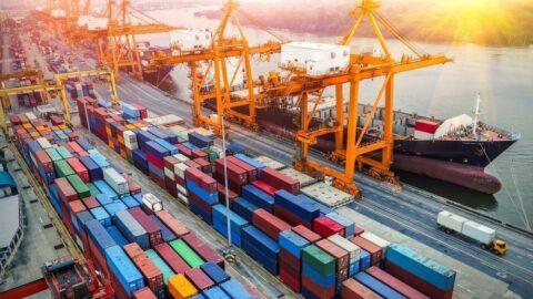 Dış ticaret açığı Ocak-Nisan'da yıllık yüzde 19.7 azaldı