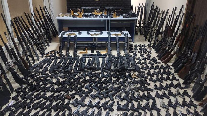Depoda 266 tabanca ve 117 tüfek ele geçirildi