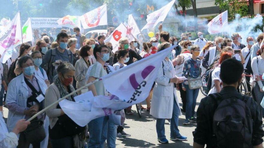Fransa'da sağlıkçılar sokağa indi