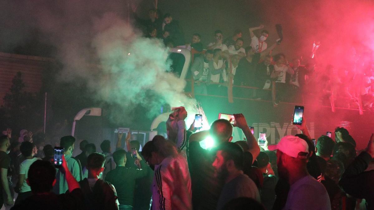 Kocaelispor'un şampiyonluk turunda iki futbolcu otobüsten düştü