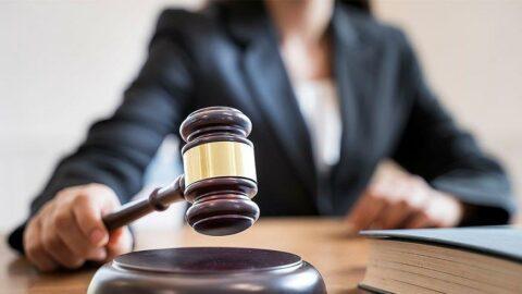 Hakarete uğrayan doktor kayıtsız kalmadı: Mahkemeden emsal karar