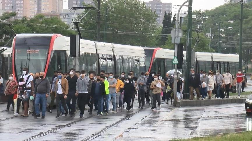 Tramvay yolunda kaza: Seferler aksadı
