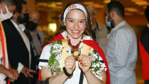 Dünya Şampiyonu Ayşe Begüm Onbaşı Türkiye'ye döndü