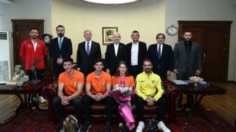 Kemal Kılıçdaroğlu ve Mansur Yavaş Ayşe Begüm Onbaşı'yı ağırladı
