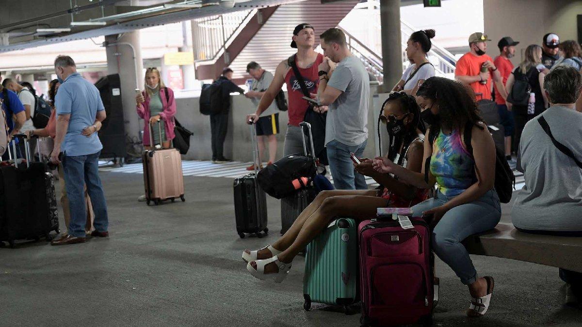 ABD'de corona rakamlarında tatil endişesi... Yollara döküldüler