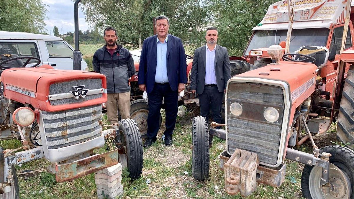 Depolar icralık traktörlerle dolu