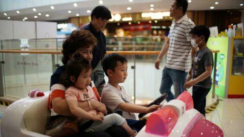 Çin'de üç çocuk kararının yankıları sürüyor: Halk yardım bekliyor