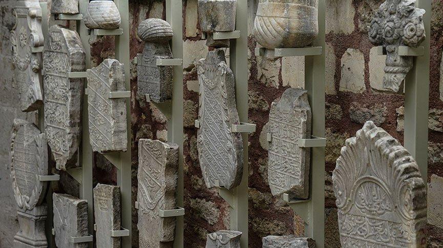 300 yıllık mezar taşları gün yüzüne çıkıyor
