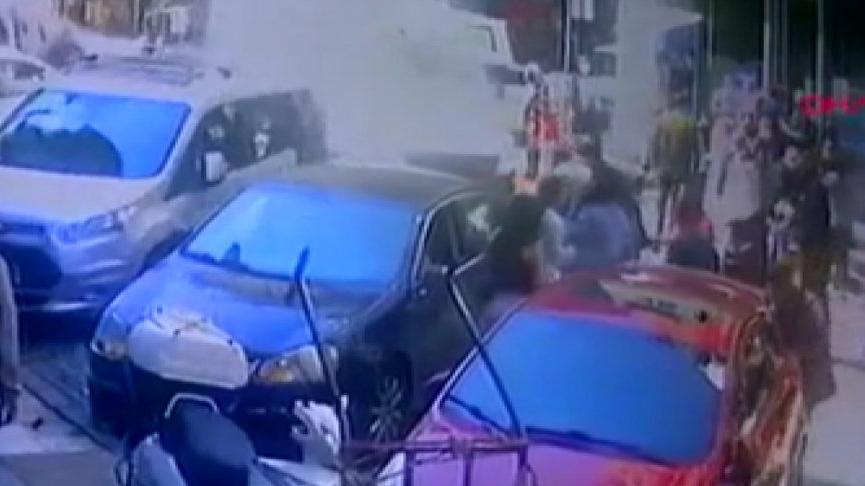 Avcılar'da banka önünde 'laf atma' kavgası