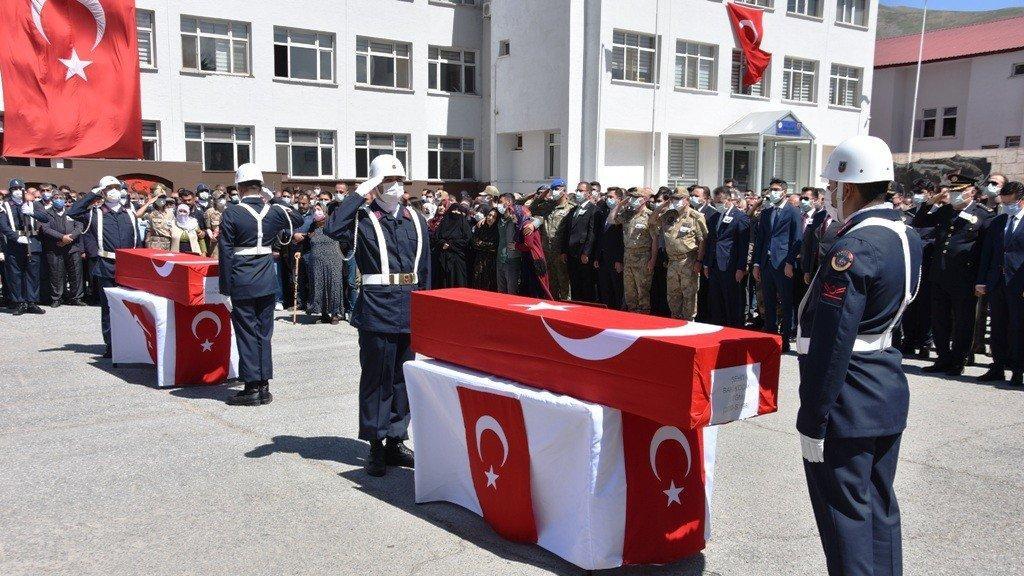 Bitlis şehitleri memleketlerine uğurlandı