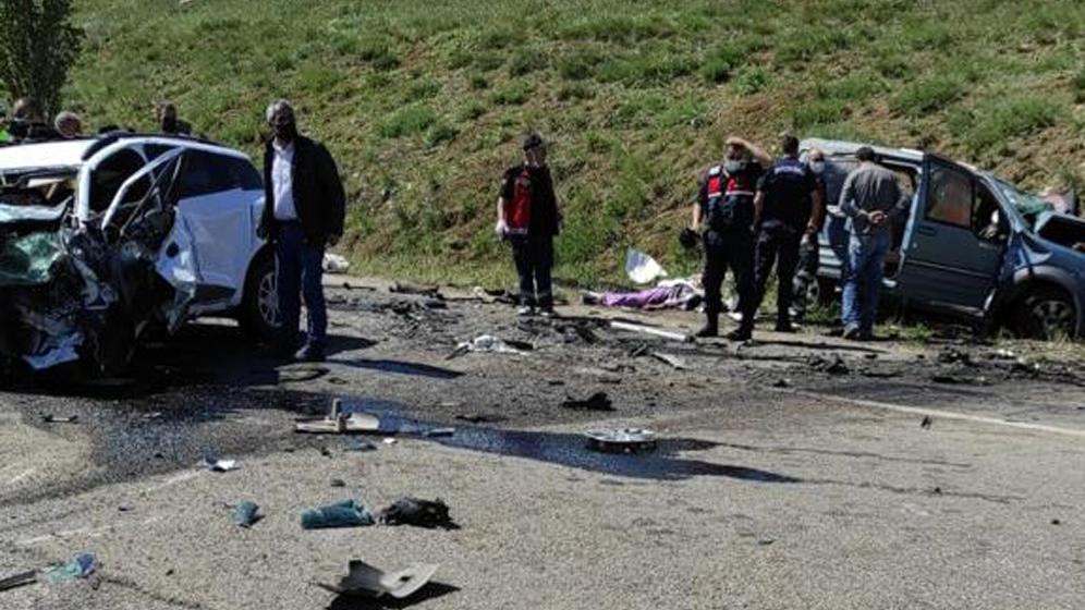 Sivas'ta korkunç kaza! 9 kişi hayatını kaybetti