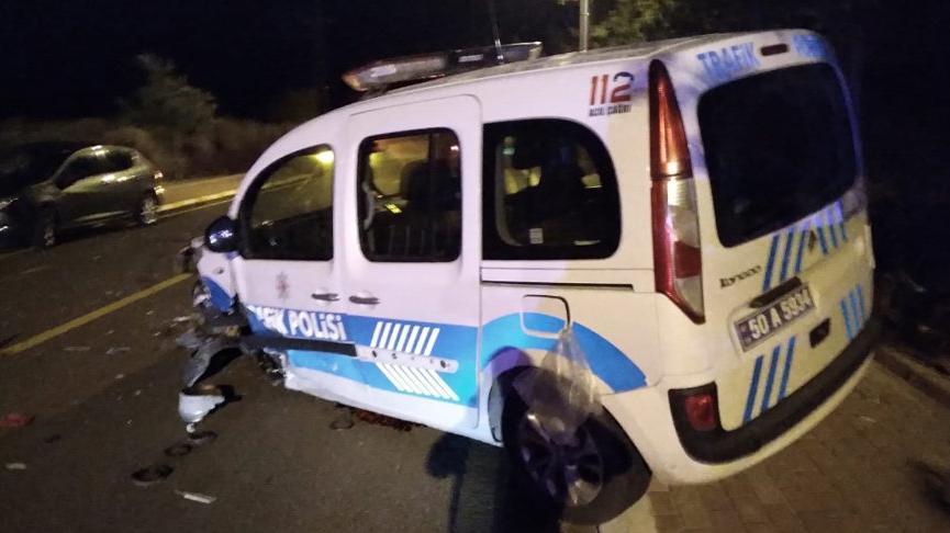 'Dur' ihtarına uymayan alkollü sürücü, polis aracına çarptı: 2'si polis 3 yaralı