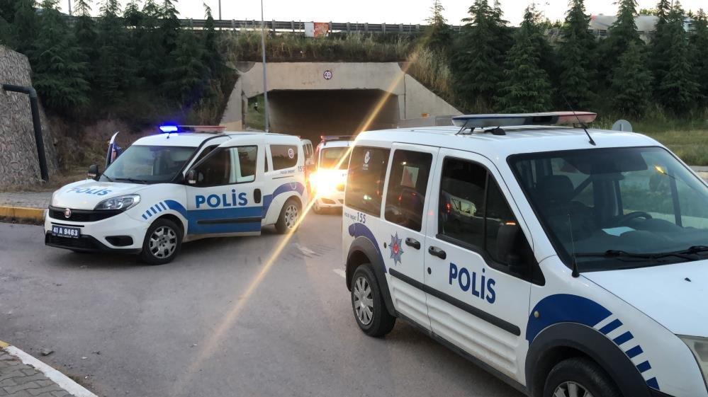 Boş arazide alkol alan şahıslar polis ekiplerine saldırdı