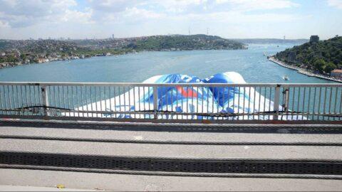 Anadolu Efes'in bayrakları, İstanbul Boğazı'nda dalgalanıyor