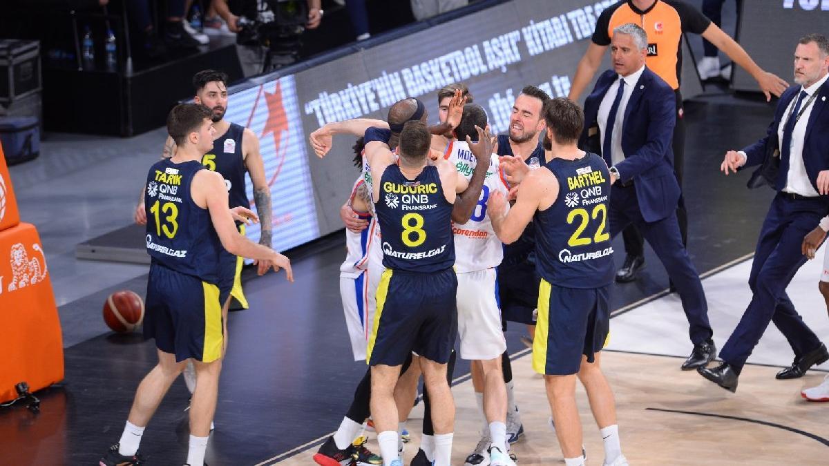 Olaylı maç sonrası Anadolu Efes Fenerbahçe serisinde durum 2-0 oldu