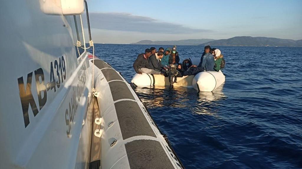 Yunanistan'ın geri ittiği göçmenleri Türk Sahil Güvenlik ekipleri kurtardı