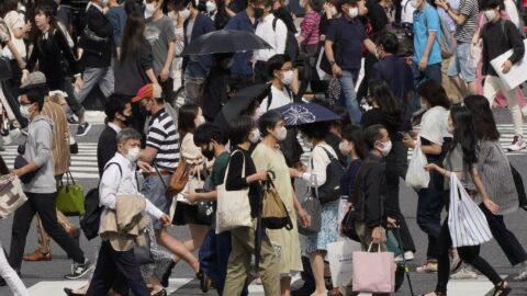 Japonya İngiltere'den dönenlere karantina süresini uzattı