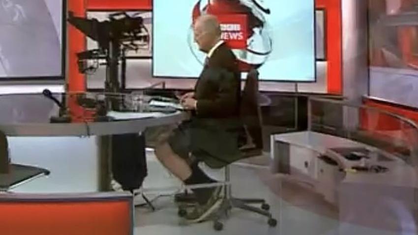 BBC spikeri canlı yayında şortla yakalandı