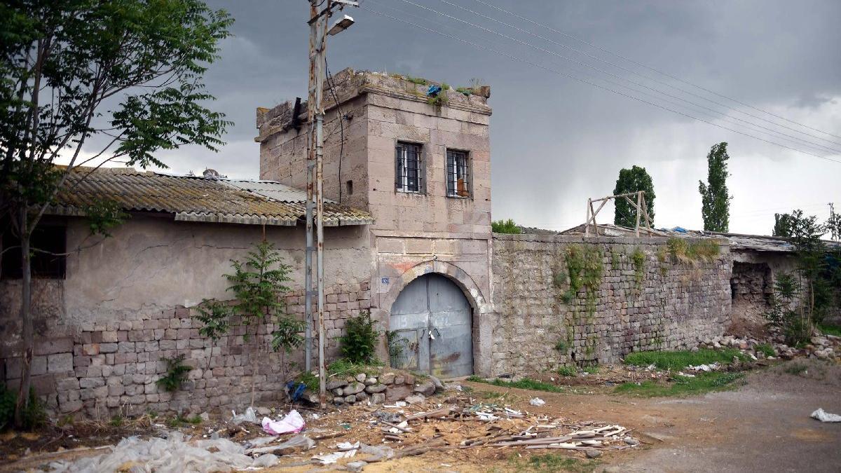 Atatürk'ün ziyaret ettiği tarihi han ahır olarak kullanılıyor