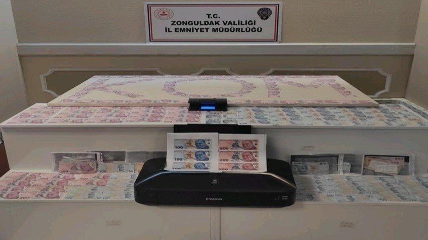 ATM'ye sahte para yatırıp gerçek para çeken çift yakalandı