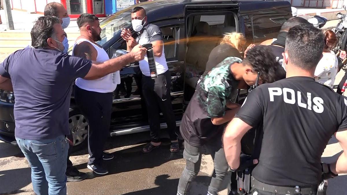 Çocukların kavgasına aileler de karıştı! Polisten gazlı müdahale