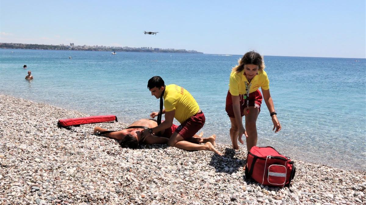 Yalandan boğulma vakaları ünlü sahilin tek kadın cankurtaranını bezdirdi