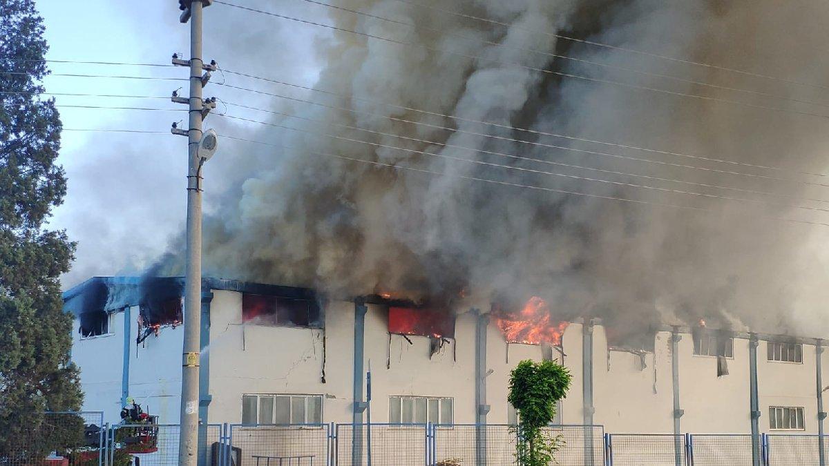 Tekstil fabrikasındaki yangın söndürülemiyor